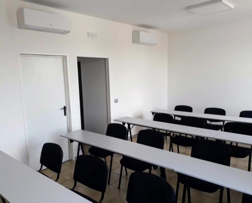 Darsena Multi Spazio a Ravenna, sala configurabile come ufficio temporaneo, coworking, sala riunioni, sala conferenze, project room, aula formazione/esami