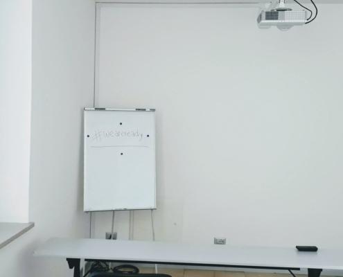 Darsena Multi Spazio, area proiezione Sala multiuso ufficio temporaneo, aula formazione, sala riunioni, sala conferenze, a Ravenna in zona Darsena