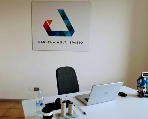 Darsena Multi Spazio, dettaglio ufficio temporaneo. Sala multiuso ufficio temporaneo, aula formazione, sala riunioni, sala conferenze, a Ravenna in zona Darsena