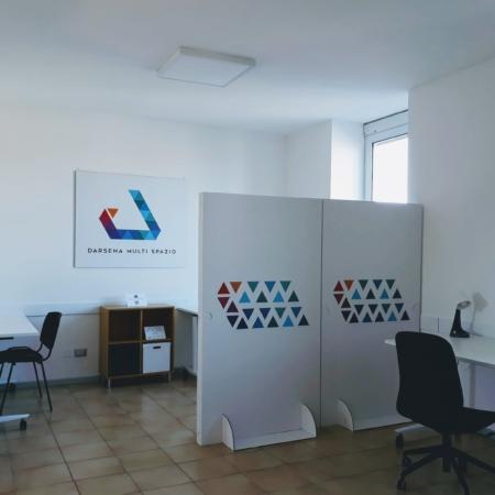 Darsena Multi Spazio, postazioni lavorative distanziate in open space per smart working. A Ravenna in zona Darsena